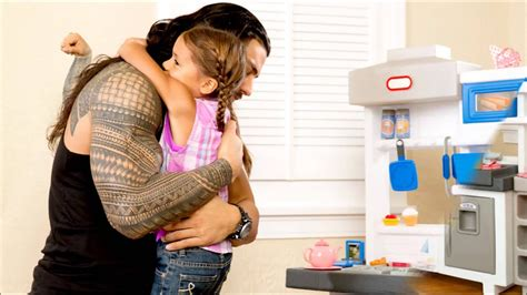 Wwe : Roman Reigns and his daughter, Joelle - YouTube