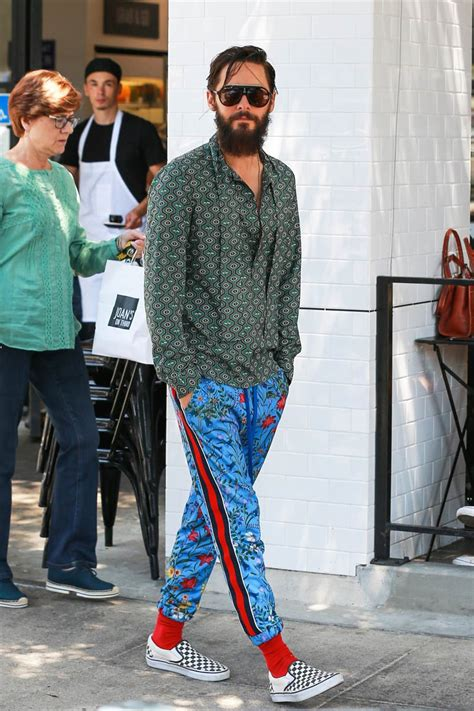Method actor Jared Leto dresses in quirky, mismatched clothes